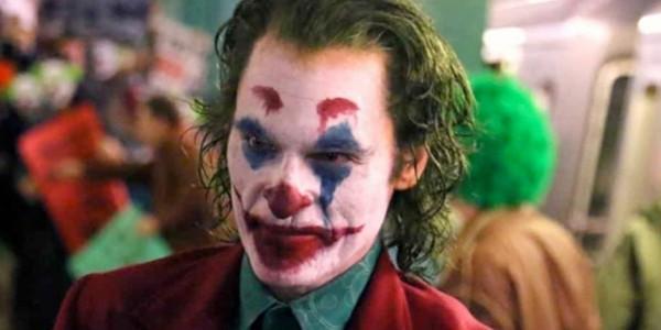 Joaquin Phoenix 版本小丑花絮曝光!經典正裝造型復古重現!